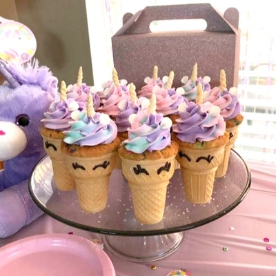 Unicorn themed birthday party ideas. Cute unicorn cup cakes tutorial.