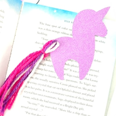 Unicorn themed birthday party printable book mark. Perfect for a gift bag treat.