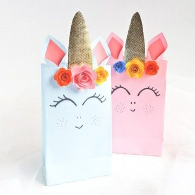 Unicorn themed party gift bags.