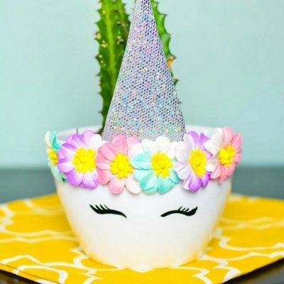 Unicorn themed birthday party ideas. Unicorn center piece for table.