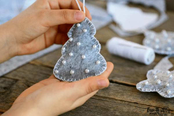Easy felt DIY Christmas ornaments