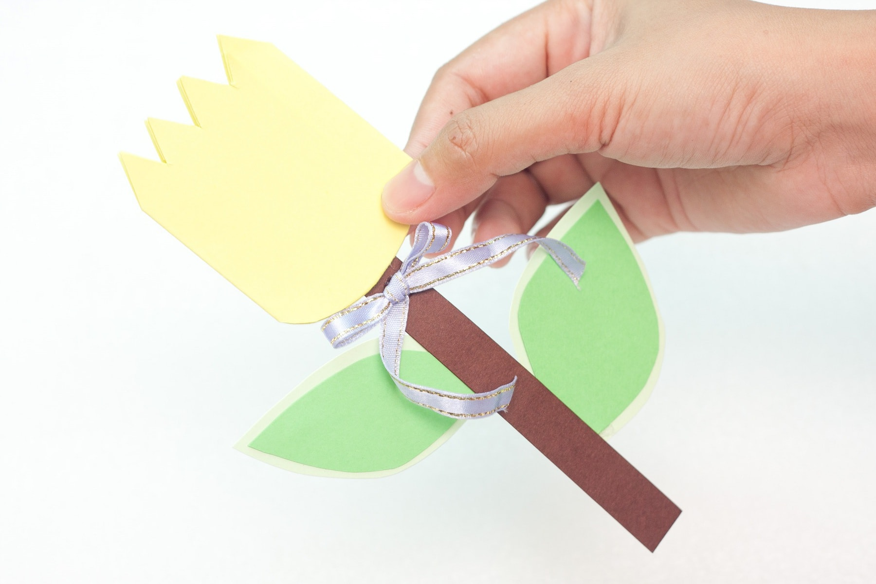Step by step easy paper flower tulip tutorial. Simple DIY spring crafts. Great for Mothers day!