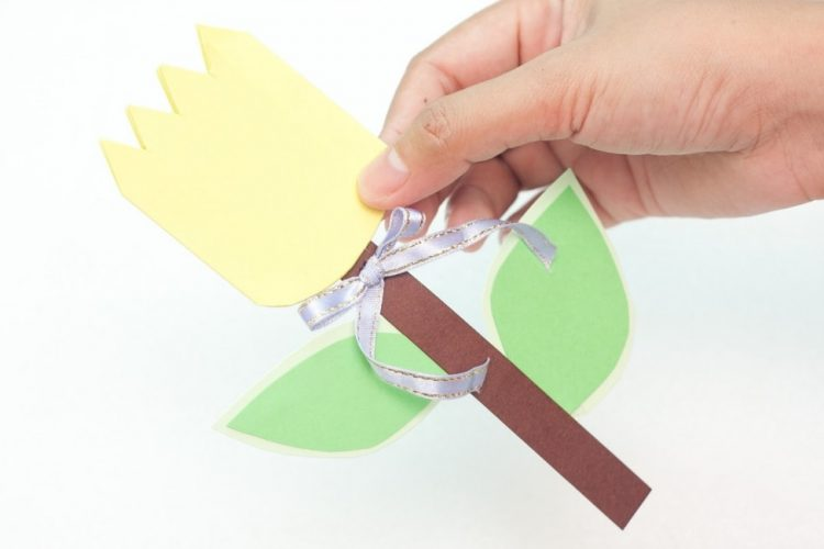 Paper flower card craft for kids