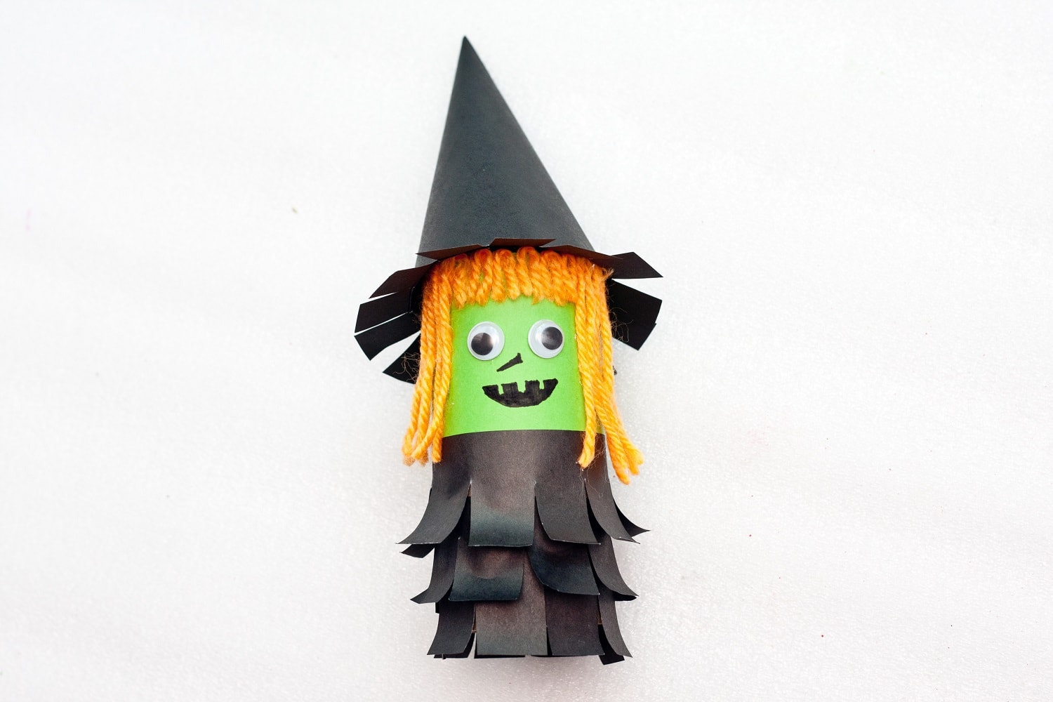 Super cute little witch halloween craft. This lovely little witch is easy to make and craft with kids.